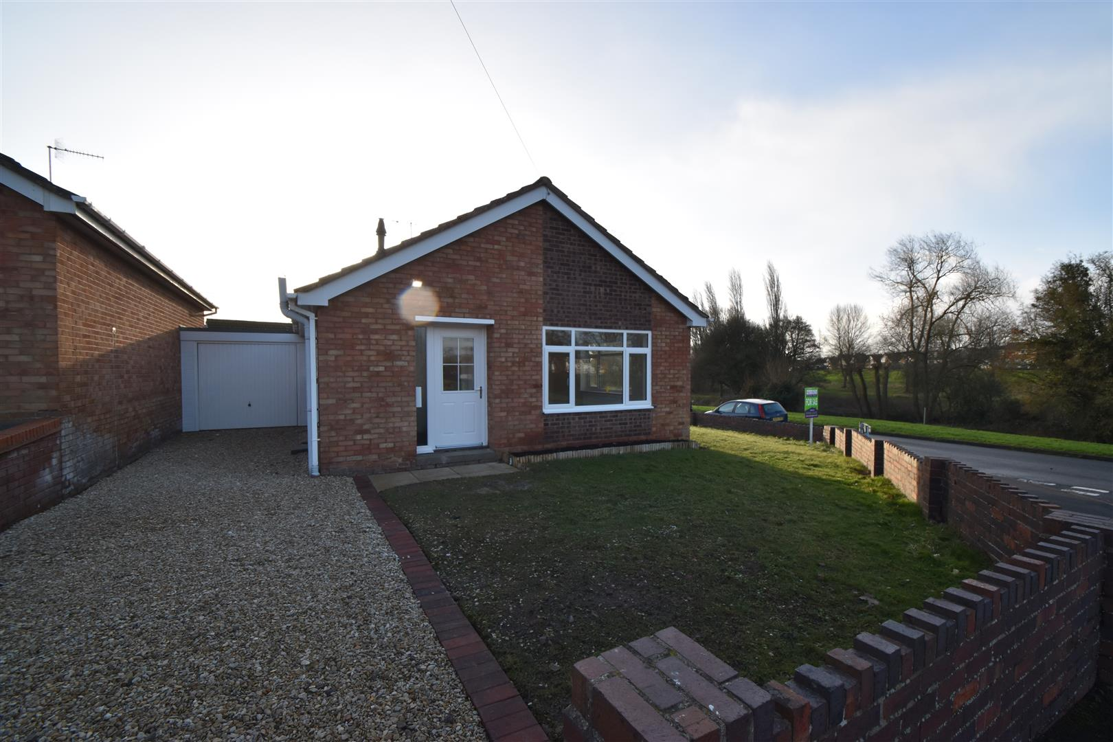2 Bedrooms Detached Bungalow for sale in Abbots Close, Worcester